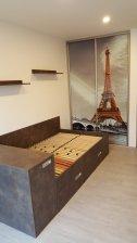 Designové dveře Eiffelova věž / sklo + postel s úložným prostorem