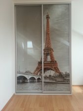 Designové dveře Eiffelova věž / sklo + kosmetický stolek